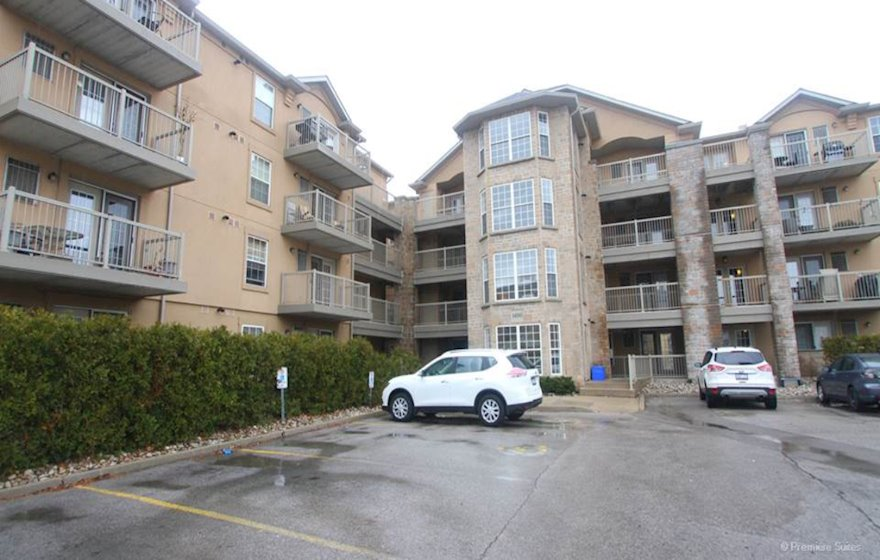 Exterior Free WiFi Fully Furnished Apartment Suite Oakville