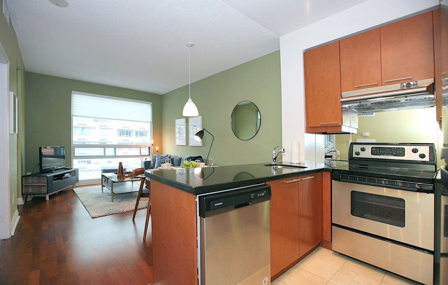 Kitchen Fully Equipped Five Appliances Stainless Steel Toronto