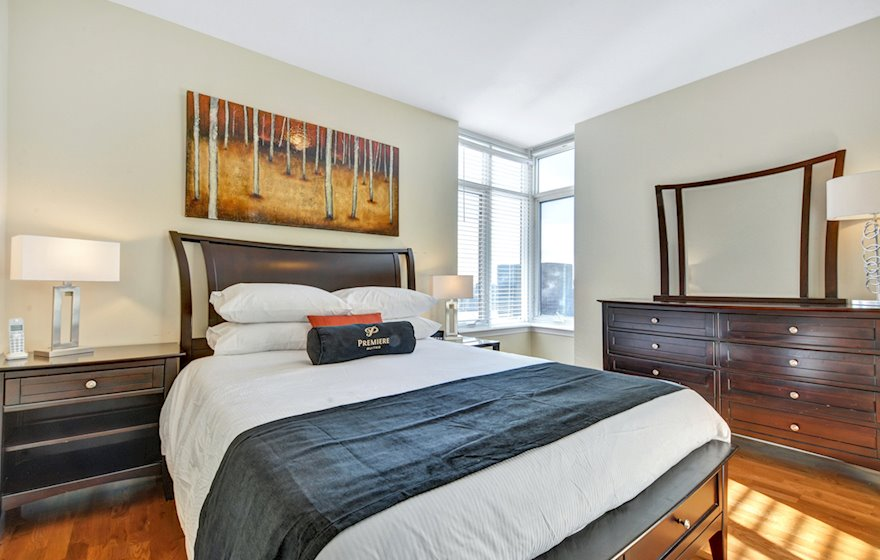 1502 Master Bedroom Queen Mattress Fully Furnished Apartment Suite Ottawa