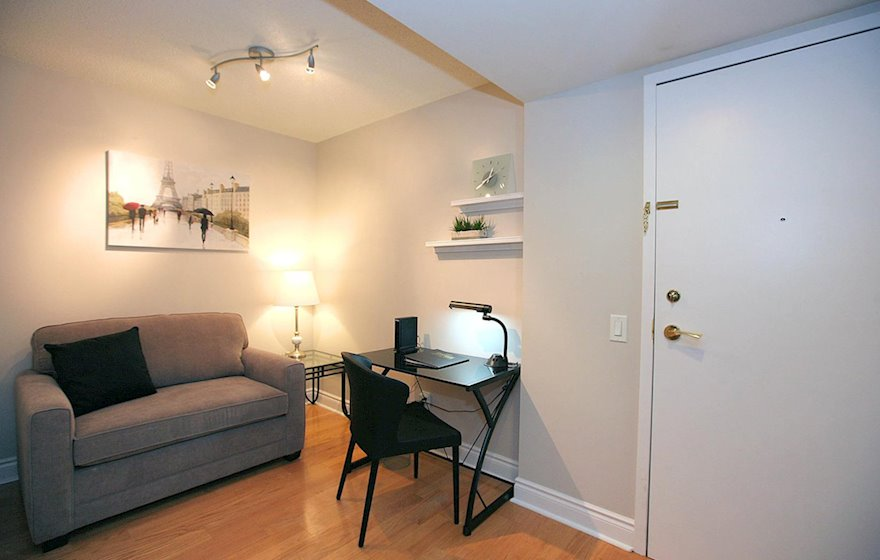 Den / Designated Office Desk Free WiFi Free National Telephone Calls North York