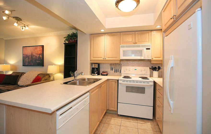 Kitchen 2 Fully Equipped Five Appliances North York