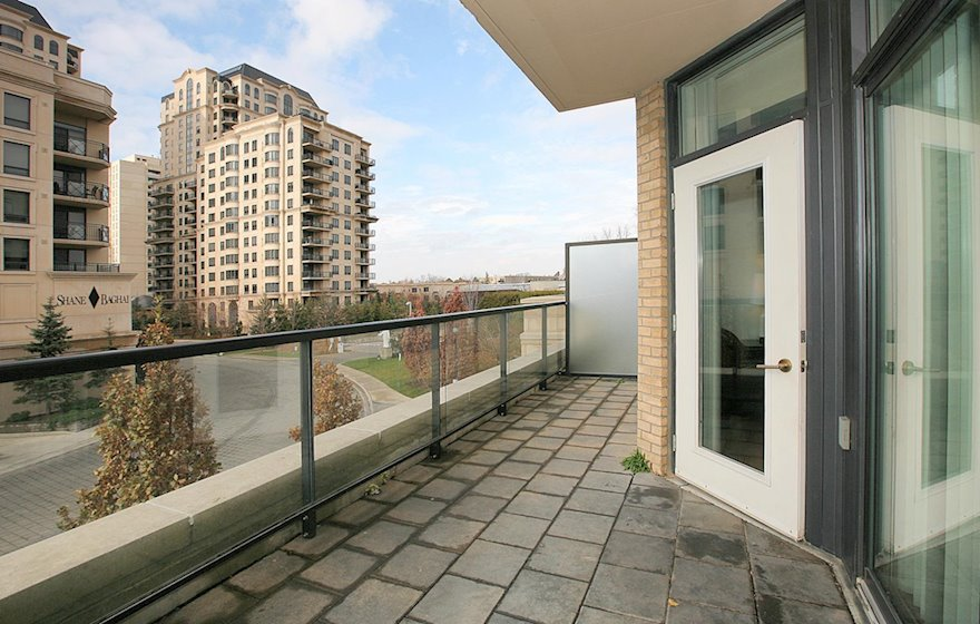 Balcony / In Suite Laundry Furnished Apartment Suite North York