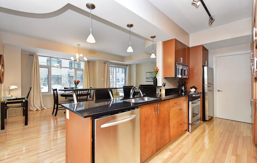 205 - Kitchen Fully Equipped Five Appliances Stainless Steel Ottawa