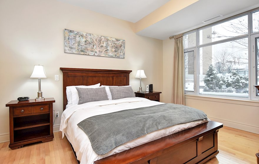 205 - Master Bedroom Queen Mattress Fully Furnished Apartment Suite Ottawa