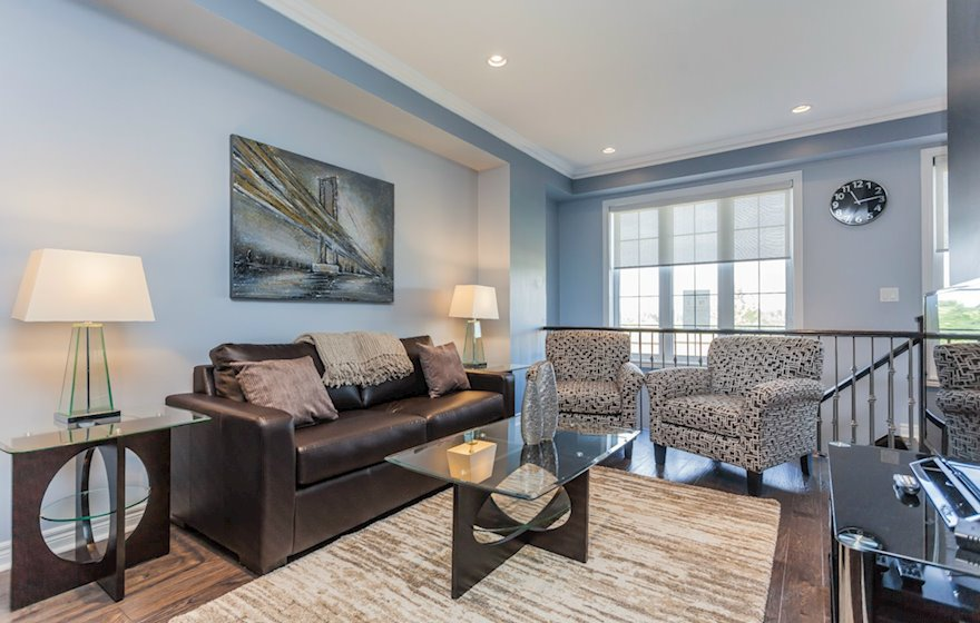 Living Room Free WiFi Fully Furnished Apartment Suite Markham