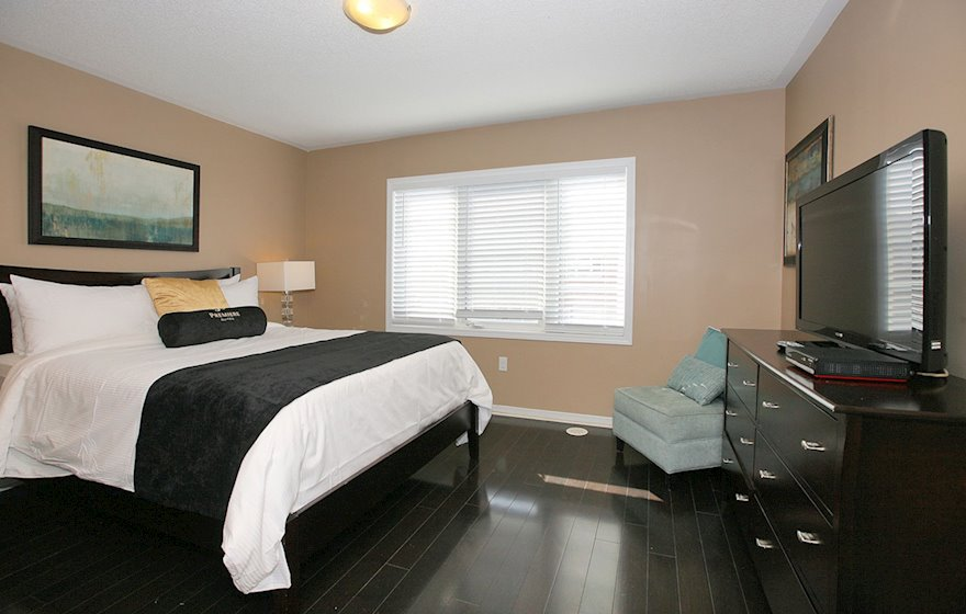 Master Bedroom Queen Mattress Fully Furnished Townhouse Suite Markham