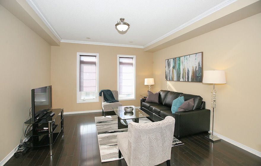 Living Room Free WiFi Fully Furnished Townhouse Suite Markham