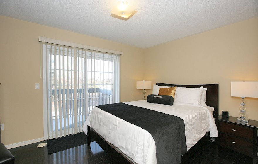 Third Bedroom Queen Mattress Fully Furnished Townhouse Suite Markham