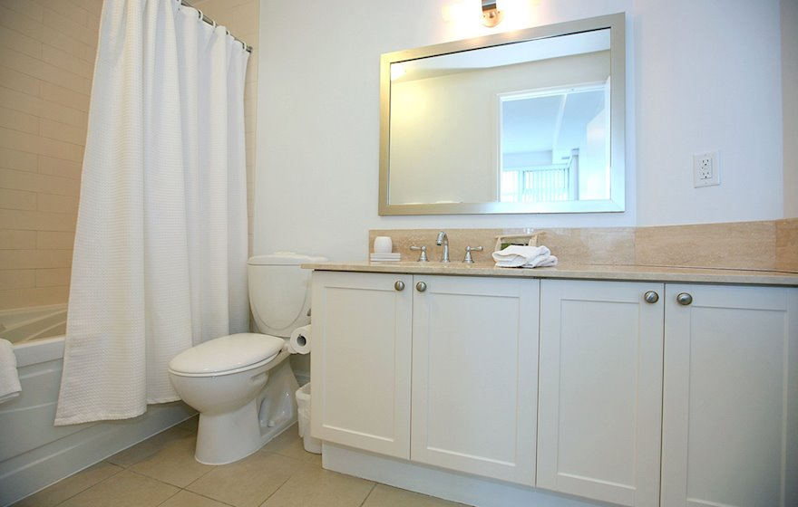 3508-Master Bathroom Soaker Tub Fully Furnished Apartment Suite Midtown Toronto