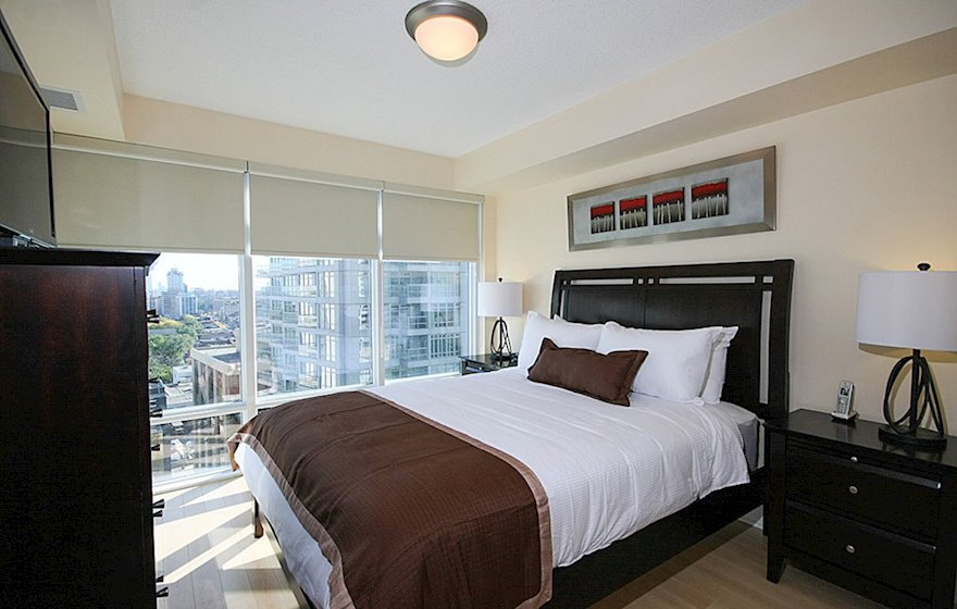 1602-Master Bedroom Queen Mattress Fully Furnished Apartment Suite Midtown Toronto