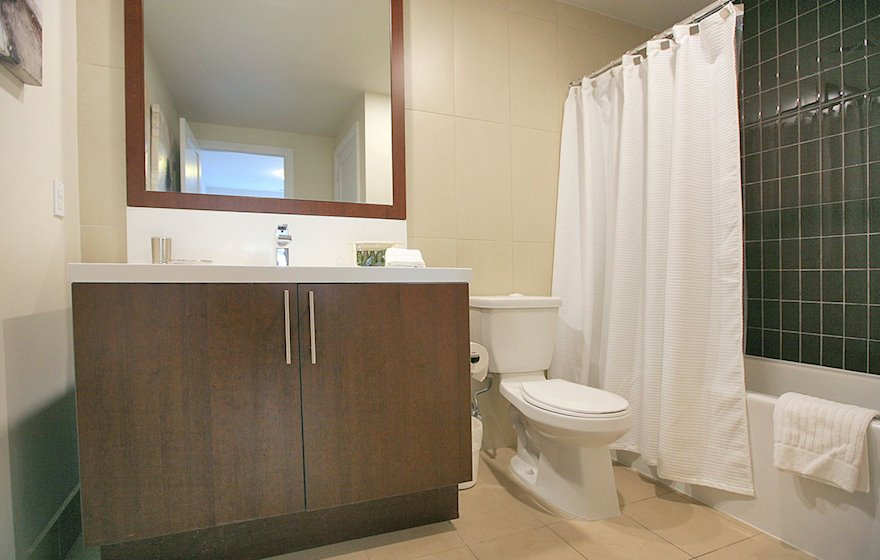 1722-Master Bathroom Soaker Tub Fully Furnished Apartment Suite North York