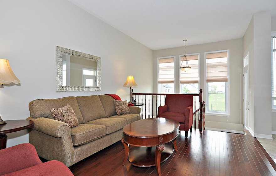Living Room Free WiFi Fully Furnished Town House Kanata