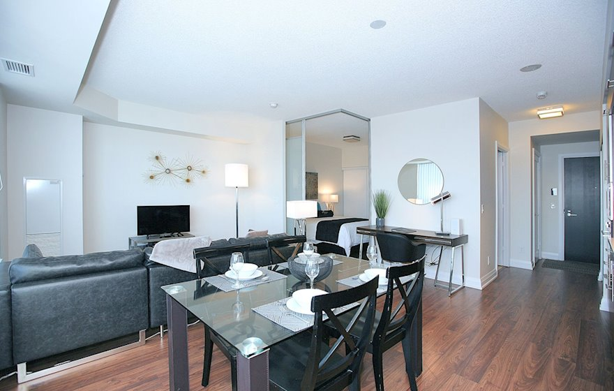3226-Designated Office Desk Free WiFi Free National Telephone Calls North York