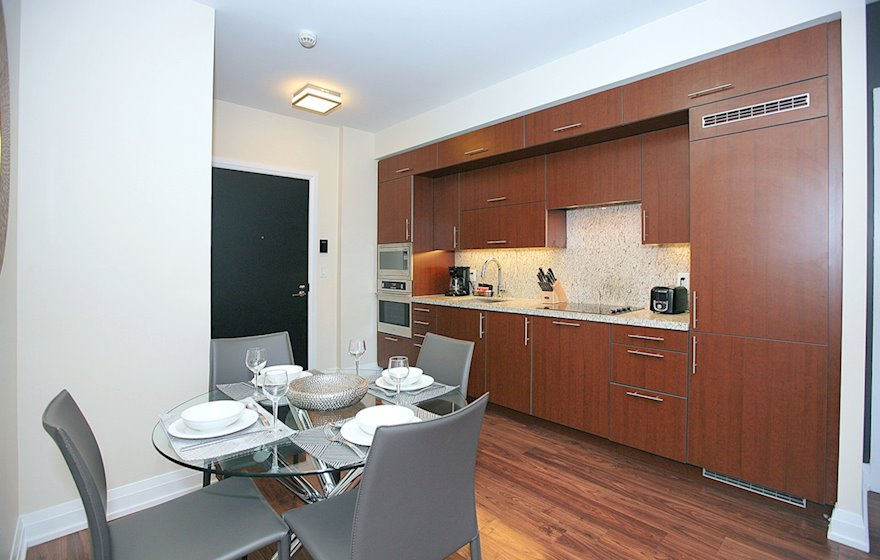 1722Kitchen Fully Equipped Five Appliances North York